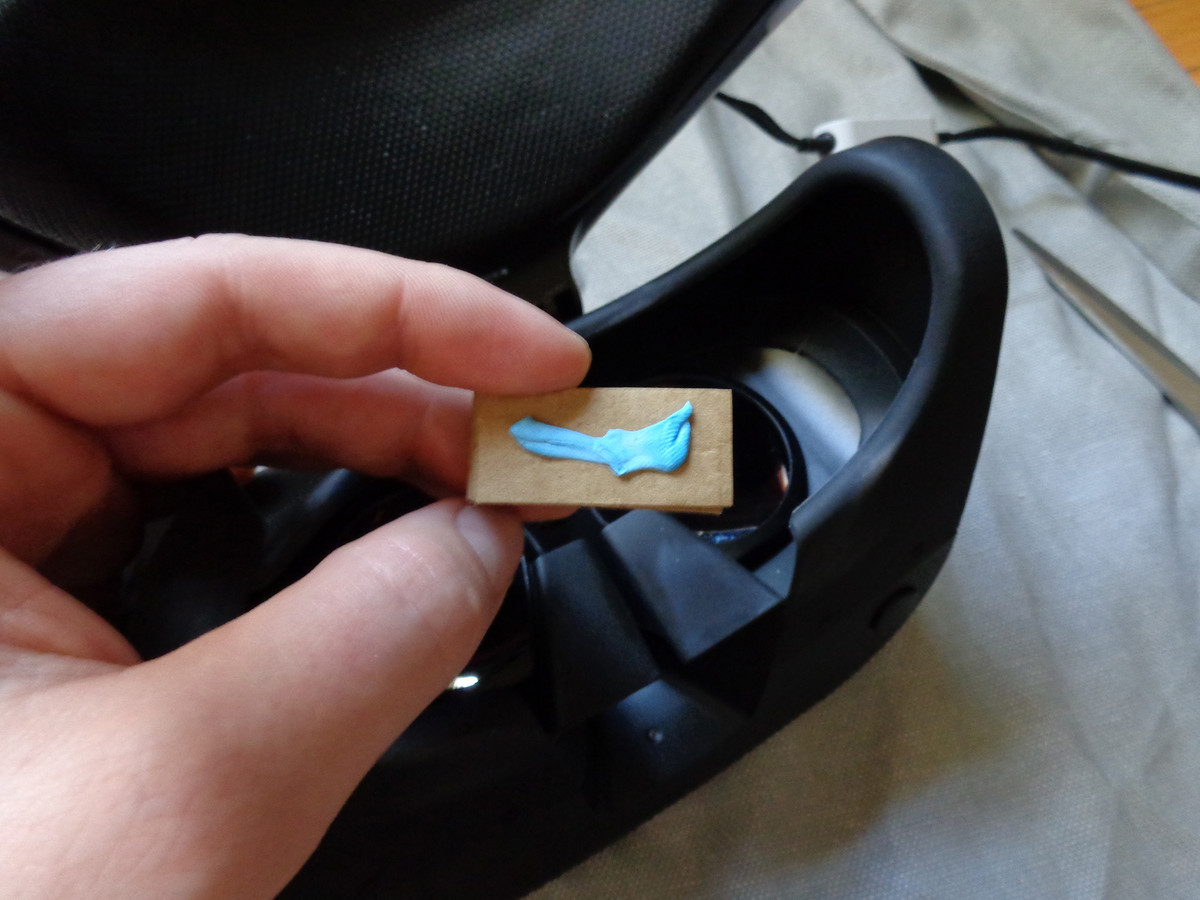 Stick the cardboard to the PSVR with temporary adhesive.