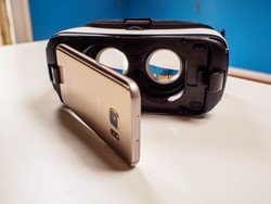 Save on the Gear VR and compatible phones