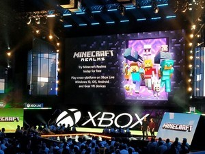 Minecraft Realms for Gear VR is cross platform