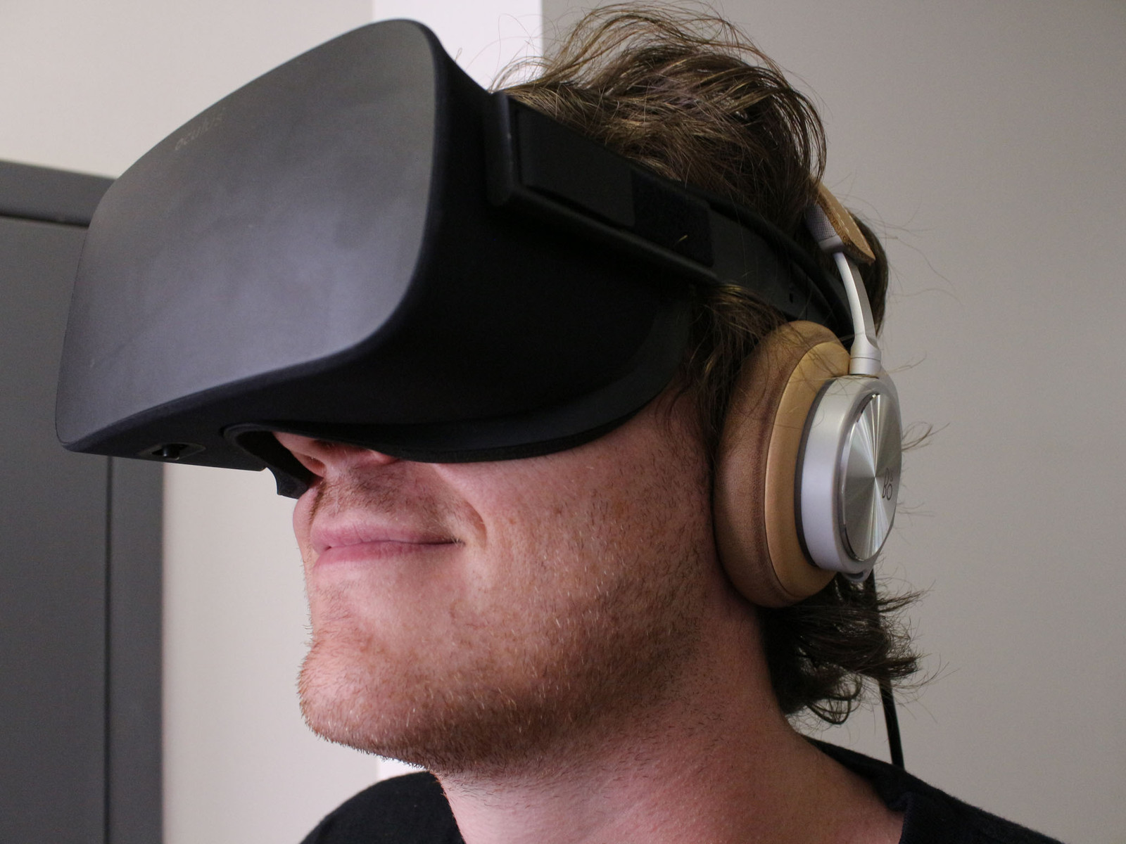How to remove the built-in Oculus Rift headphones