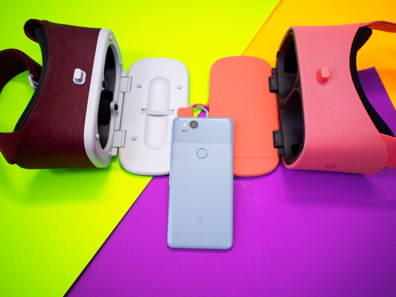 aae58973bf0 Google made a variety of updates to Daydream View when they premiered their  2017 model. Along with changes in the fabric