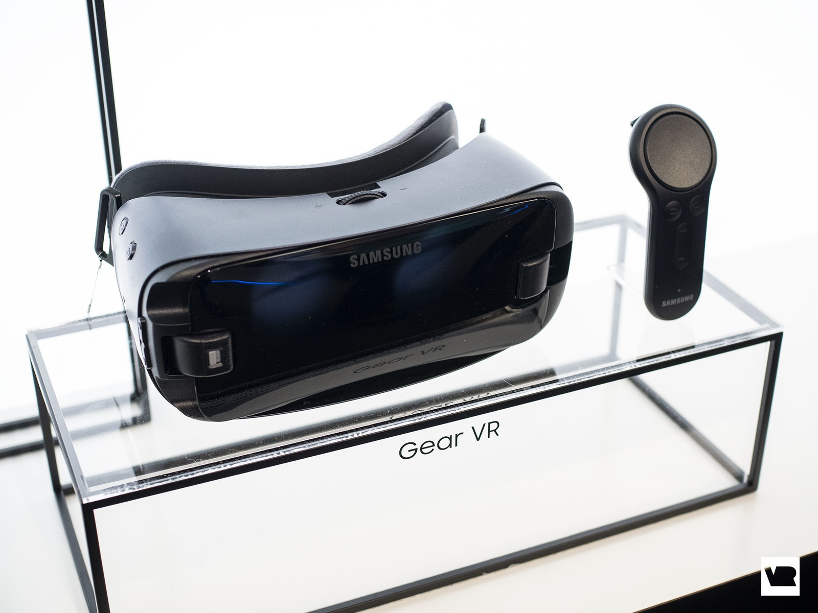 647566fb7d07 Samsung Gear VR (2017) vs. Gear VR (2016)  What s different