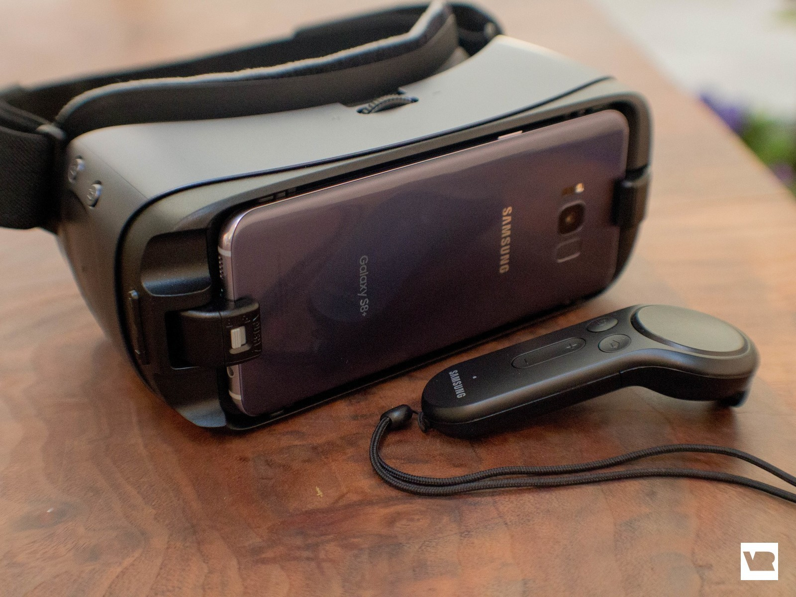 Most hands-on reports with this new Gear VR point out one big difference. They all say the new headset has 42mm lenses with a 101-degree Field of View, ...